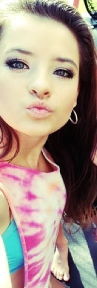 Brooke Hyland and her beautiful face