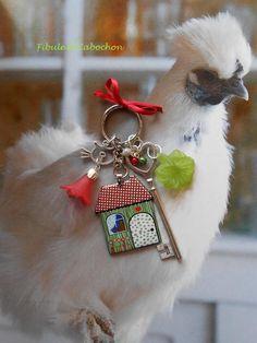 """Porte clefs fantaisie Bijou de sac """"Home"""" - Breloques - Métal argenté et émail - Perles magiques - Clef, chat, fleurs : Autres bijoux par fibule-et-cabochon"""