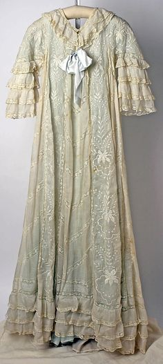 Tea Gown (image 2) | American or European | 1900 | linen, cotton, silk | Metropolitan Museum of Art | Accession #: 1976.258.9