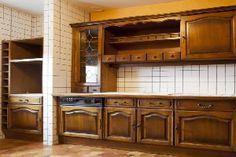 Repeindre toute la cuisine : peindre les meubles, peindre sur carrelage mural, le sol et le frigo avec la peinture  Renovation cuisine V33