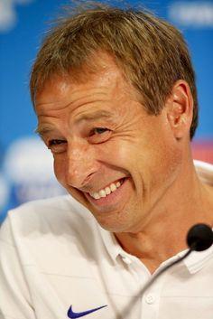 Jürgen Klinsmann: Der ewige Sunnyboy - Am Donnerstag trifft US-Coach Jürgen Klinsmann bei der Fußball-WM auf Deutschland. Mehr zur Person: http://www.nachrichten.at/nachrichten/meinung/menschen/Juergen-Klinsmann-Der-ewige-Sunnyboy;art111731,1422210 (Bild: epa)