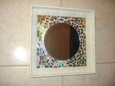 Espelho com mosaico de reciclagem de Cds                                                                                                                                                                                 Mais