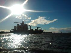 Hamburg, Sonne, Elbe, Schiff.... <3 http://twitter.yfrog.com/h7mvkmcj