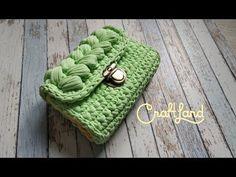 Сумка из трикотажной пряжи (мастер-класс) - YouTube Diy Crochet Bag, Crochet Storage, Crochet Handbags, Crochet Purses, Crochet Designs, Crochet Patterns, Yarn Bag, Diy Crafts Jewelry, Macrame Bag