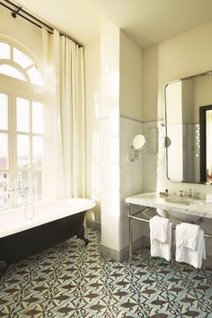 Ace Hotel rescue project in Panama City turns street gang HQ into timelessly stylish American Trade Hotel Ace Hotel, Panama City Hotels, Panama City Panama, Bad Inspiration, Bathroom Inspiration, Bathroom Ideas, Bathroom Layout, Bathroom Renovations, Mirror Inspiration