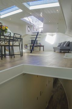 Barge Interior, Boat Interior, Luxury Houseboats, Tiny Boat, Dutch Barge, Houseboat Living, Floating Homes, Canal Boat, Narrowboat
