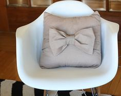 DIY Bow Pillows. We all know how i feel about bows.