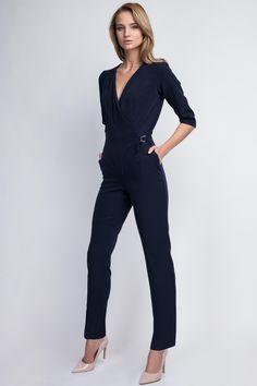 Combinaison bleu marine femme, très chic et élégante