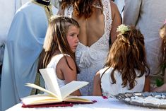 Wedding Story, Wedding Photography, Crown, Fashion, Wedding Shot, Moda, Corona, Fashion Styles, Wedding Photos