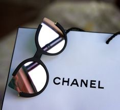 Chloe Sunnies - Black/ Rosegold embody the essence of elegance. Born in New York with unique cat-eye opened lenses which remain super durable or protective. Fashionably trending sunglasses in Womens Fashion Online, Latest Fashion For Women, Cat Eye Sunglasses, Sunglasses Women, Summer Sunglasses, Oakley Sunglasses, Lunette Style, Chloe, Jewelry Accessories