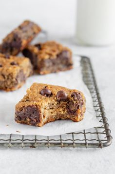 Blondies Secretly healthy chickpea blondies made with chickpeas, peanut butter, pure maple syrup and chocolate. Taste amazingly like peanut butter cookies. Flourless and no butter! Healthy Dessert Recipes, Gluten Free Desserts, Healthy Baking, Healthy Desserts, Healthy Cookies, Easy Desserts, Cherry Desserts, Individual Desserts, Healthy Cake