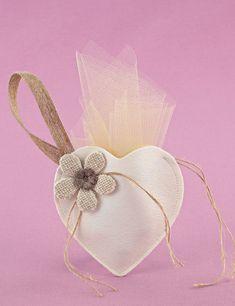 9a09831d475 Μπομπονιέρα Γάμου Καρδιά-Θήκη από Δερματίνη με Λουλούδι