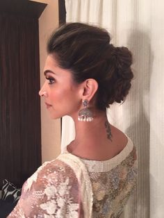 Elegant indian wedding bun hairstyles with flowers – new-self Indian Bridal Hairstyles, Indian Wedding Hairstyles, Easy Hairstyles, Girl Hairstyles, Bollywood Hairstyles, Casual Hairstyles, Hairstyles For Lehenga, Hairstyles Videos, Hair Lengths