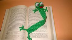 Rana Segnalibro Uncinetto Tutorial -Amigurumi - Crochet Frog Bookmark - Rana Marcador. Pattern - Frog Bookmark - amigurumi crochet HEAD: 1° round: magic ring 6 single crochet 2° round: 6 incr = tot. 12 sc 3° round: 1 sc + 1 incr = tot. 18 sc 4° round: