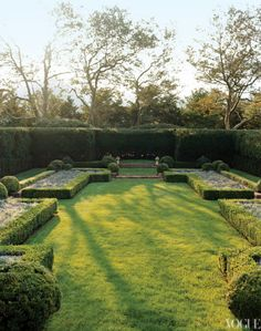 Tory Burch garden in the Hamptons - Low box hedges filled in with salvia line the formal garden, re-created by landscape architect Perry Guillot. Amazing Gardens, Beautiful Gardens, Beautiful Homes, House Beautiful, Tory Burch, Southampton, Formal Gardens, Outdoor Gardens, Modern Gardens