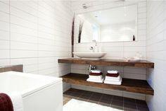 Salle de bain - lavabo - bois brut sombre - bathroom - sink - dark wood