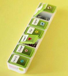Teeny minuscules éléments pop dans un pilulier. | Community Post: 45 Organization Hacks To Transform Your Craft Room