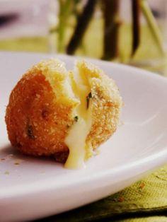Receta de croquetas de papa rellenas de queso