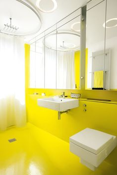 Tubless circular shower curtain, yellow half-walls, square toilet. Love it.