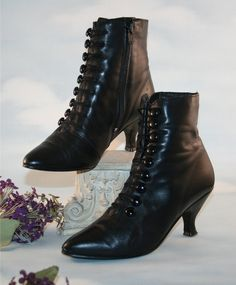 Boots Pagan Wicca Witch:  Vintage Victorian Gaslight Romantic Black Leather Button-Up Witch Boots.