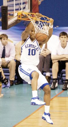 Greatest UK Player Ever Tournament: Keith Bogans vs Jamaal Magloire Kentucky College Basketball, Uk Wildcats Basketball, Kentucky Sports Radio, University Of Kentucky, Kentucky Wildcats, Go Big Blue, National Championship, Nba Players, Hoop Dreams