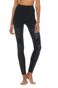 The Alo Yoga High-Waist Moto Legging features a waistband, lifting fit, contouring mixed matte/shine fabric & forward mesh panels. Moto legging available in plus sizes. Motto Leggings, Women's Leggings, Tights, Black Moto Leggings, Leggings Negros, Layering Tank Tops, Wear Test, Yoga Pants, Active Wear