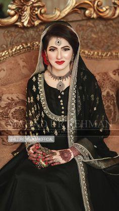 Pakistanische Braut Make-up Artist - Allure Salon und Spa Salon Karachi Asian Wedding Dress Pakistani, Pakistani Bridal Makeup, Bridal Mehndi Dresses, Pakistani Formal Dresses, Bridal Dress Design, Pakistani Dress Design, Indian Wedding Outfits, Bridal Outfits, Bridal Lehenga