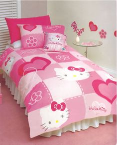 Hello kitty bedding set - would be very suitable when mounted on the girl's room. Present in the color pink (generally) will make your child's room more fun and interesting. Hello Kitty Bedroom Set, Hello Kitty Room Decor, Hello Kitty Rooms, Cat Bedroom, Hello Kitty Bedding, Hello Kitty Zimmer, Hello Kitty Haus, Duvet Bedding, Bedding Sets