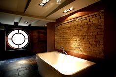 Ein Badezimmer wie in einem kleinen Tempel