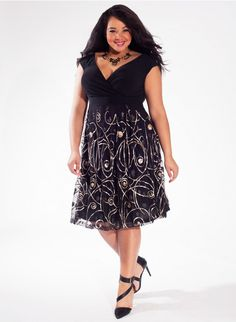 #plussizefashion Adelle Plus Size Dress in Golden Swirl at Curvalicious Clothes Trendy Curvy | Plus Size Fashion | Fashionista | Shop online at www.curvaliciousclothes.com TAKE 15% OFF Use code: SVE15 at checkout