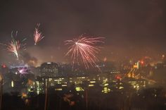 Mit einem Feuerwerk haben die Menschen in Stuttgart das neue Jahr begrüßt. Klicken Sie sich durch unsere Bildergalerie. Foto: Andreas Rosar Fotoagentur-Stuttgart