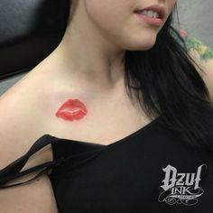 A kiss that lasts #forever ... #xoxo 💋 •  #kisstattoo #lipstick #kiss #tattoo #girlswithtattoos #dzul #dzulink #dzultattoo #dzulinklounge #downtownseattle #seattletattooshop #belltown #seattle #EmeraldCity