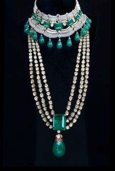 Round brilliant diamonds and baguettes in 18K gold necklace, Ghanasingh Be True