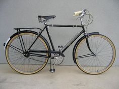 Also from Tim, a lovely 1957 Rudge. I wonder if this bike has a name as well. Here are some pics of a 1957 Rudge Sports that we restored. Velo Retro, Velo Vintage, Vintage Cycles, Vintage Bikes, Mtb Bicycle, Bicycle Art, Bicycle Design, Cycling Art, Cycling Bikes