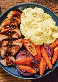 Here's the key for a dinner showstopper: combine rosemary, onions, and demi-glace for an ultra-savory pan sauce! Rosemary Demi-Glace Pork Chops with Mashed Potatoes & Roasted Veggies on this week's menu. Pork Recipes, Chicken Recipes, Cooking Recipes, Healthy Recipes, Hello Fresh Recipes, Health Dinner, Pork Dishes, The Fresh, Soul Food