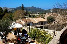 Un día cualquiera en nuestra terraza. #Mallorca (Balearic Islands, Spain). Enjoy your stay in #Mallorca in our charming hotel, a typical Catalonian country house, at the foot of the Puig de Randa. http://www.esrecoderanda.com/