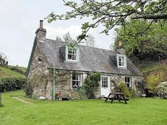 English country B go back in time for at least a week Country Chic Cottage, Romantic Cottage, Romantic Homes, Cozy Cottage, Cottage Homes, Cottage Style, Scottish Country Cottages, Scotland Country, English Cottages