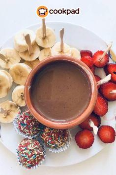 #Εύκολο και #γρήγορο #φοντύ #σοκολάτας! #συνταγές #φρούτα #γλυκό #recipes #chocolate #fondue #fruits Chocolate Fondue, Desserts, Food, Tailgate Desserts, Deserts, Essen, Dessert, Yemek, Food Deserts