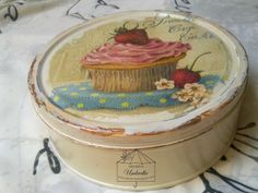 W altance: Puszka na muffiny Decoupage Box, Decoupage Vintage, Cupcake Art, Painted Boxes, Cupcakes, Bottle Crafts, Box Art, Painting On Wood, Mason Jars