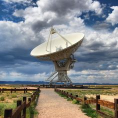 A single antenna from the VLA.