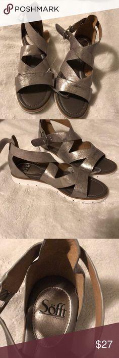 Sofft silver sandals 9.5 Sofft silver sandals new 9.5 Sofft Shoes