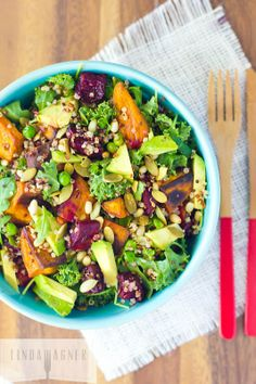 Quinoa Superfood Salad w/ Sweet Potatoes, Beets, & Kale Healthy Salads, Healthy Eating, Healthy Foods, Whole Food Recipes, Cooking Recipes, Superfood Salad, Quinoa Salad, Vegetarian Recipes, Healthy Recipes