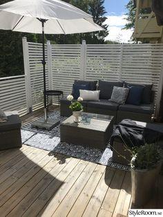 Hemma på min gata i stan-Altan - Hemma hos annzackrisson Backyard Garden Landscape, Small Backyard Landscaping, Deck Design, Garden Design, Diy Privacy Screen, Garden Sitting Areas, Outdoor Spaces, Outdoor Decor, Outdoor Gardens