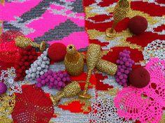 Wonderlijke kleuren en materialen op 'The future of Fashion is now' in Boymans.