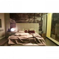 Have a good night.  New bed in showroom.  #bed #interiordesign #piacenzastyle #interiordesigner #letto #notte #homedeco #decor - http://ift.tt/1FeLg8p