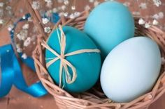 Natural Easter Eggs ~ dyeing Easter Eggs without all the chemicals.
