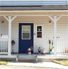 The california taste🇺🇸🌴 白サイディングにあざやかブルーの玄関ドアでサーファーズハウスのような雰囲気に。 … Garage Doors, Outdoor Decor, House, California, Home Decor, Instagram, Decoration Home, Home, Room Decor