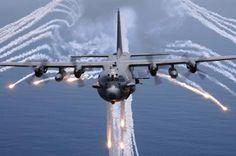 AC-130H Gunship Aircraft Jettisons Flares Decalque em parede