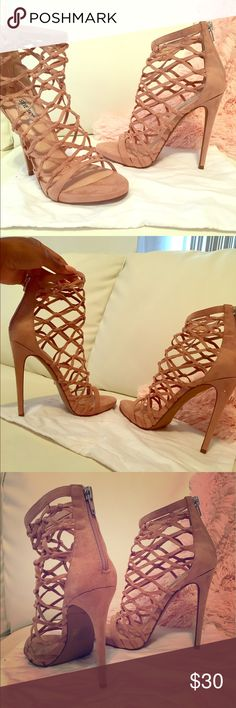 5b836984fc6 Peachy High-heeled Steve Madden sandals Beautiful never worn Steven Madden  sandals with box.
