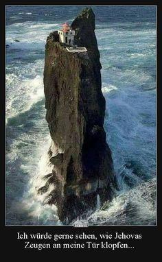 Þrídrangar lighthouse in Iceland (in the Vestmannaeyjar Islands) Beautiful World, Beautiful Places, Beautiful Pictures, Places To Travel, Places To See, Places Around The World, Around The Worlds, Belle Photo, Amazing Nature